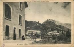 05 - LA GRAVE ILLUSTREE - VUE SUR L'EGLISE - LE VILLAGE ET LA MONTAGNE DES TROIS-EVEQUES- Edit. Maison De La Salette - 6 - Autres Communes