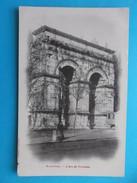 17 : SAINTES : L'ARC De TRIOMPHE , C.P .A.,carte En Très Bon état, Animée - Monuments
