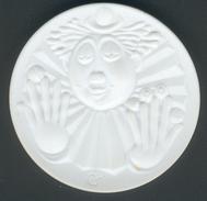 """Meissen Porzellan-Medaille John Montag """"Clown"""" In Weiß, D.50,9mm, Zust. I/II - Allemagne"""