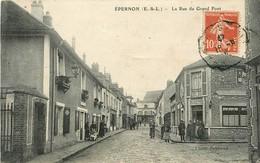 28 - EPERNON - EURE ET LOIRE -  LA RUE DU GRAND PONT - CPA ANIMEE - VOIR SCANS - Epernon