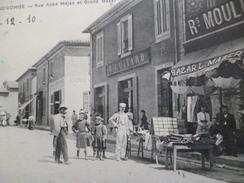CPA 30 Gard Grand'Combe Rue Abbé Méjean Et Grand Bazar Vendeur De Cartes Postales - La Grand-Combe