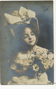 Jolie Petite Fille Fleur Bonnet - Portretten