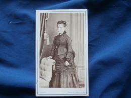 Photo CDV Camus à Nogent Sur Seine  Jeune Femme Portant Une Robe Avec Des Fronces - Second Empire - L290A - Foto