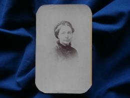 Photo  CDV Nadar à Paris - Beau Portrait Femme Tresse En Couronne (Mme Forgeot) Circa 1875 L290A - Photos