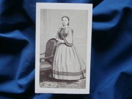 Photo CDV Barotin à Nantes -  Jeune Femme Avec Belle Robe, Bourgeoisie, Noblesse Second Empire Circa 1865 L290A - Photos