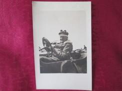 CARTE PHOTO AU VOLANT D UNE VOITURE - Cartes Postales