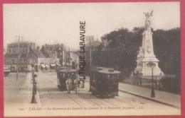 62 - CALAIS--Le Monument Des Enfants De Calais Et Le Boulevard Jacquard--Tramway Et Hippomobile--animé - Calais