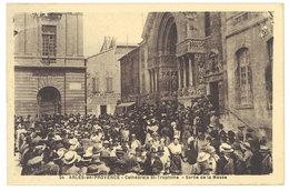 Cpa Arles En Provence - Cathédrale St-Trophime - Sortie De La Messe     ((S.1790)) - Arles