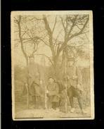 Militaria - 3 Soldats Du 131 RI Posant Dans La Nature-Fusils à Baïonnette-paquetage- Bandes Molletière -arbres-clocher - Alte (vor 1900)