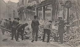 59 - LILLE - DEBLAIEMENT DES RUES APRES LE BOMBARDEMENT - GUERRE DE 1914-1918 - 14-18 - PREMIERE GUERRE MONDIALE - Lille