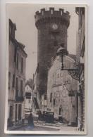 VICHY - La Tour De L'Horloge - Petite Rue - Automobile - Animée - Vichy