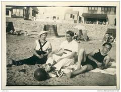 Oran ( Algérie ) .  Cap Falcon 1932 .  Jeunes Hommes Et Femme Sur La Plage .  BELLE SCENE . - Places