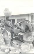 BASKET SELLER - VENDEDORA DE CESTOS Y CANASTAS GHANA GOLD COAST COSTA DE ORO CPA CIRCA 1955 - Ghana - Gold Coast