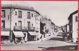 CPSM - 42 - POUILLY SOUS CHARLIEU - LE CARREFOUR ET ROUTE DE CHARLIEU - France