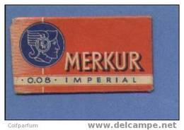 Une Lame De Rasoir MERKUR  0.08  (L130) - Scheermesjes