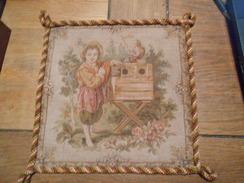 TAPISSERIE ANCIENNE ANNEES 50 AVEC UN ENFANT - Rugs, Carpets & Tapestry