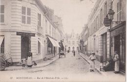 MONTEREAU - Rue De L'Hotel De Ville - Comptoir D'Escompte De Mulhouse à Gauche, Commerces Et Personnages - Carte Animée. - Montereau