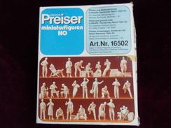 Preiser Miniatur - Figuren Für HO Nr.:16502 - PILOTEN & BODENPERSONAL Im Original Karton - Streckendekoration