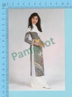 Vietnam - Ly Thu Thao, Fashion Model In A Long Dress, Photo Hoang Trudong - 2 Scans - Mode