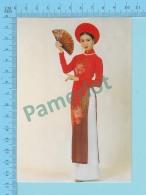 Vietnam - Thanh Mai, Movies Artist In A Long Dress, Photo Hoang Trudong - 2 Scans - Mode