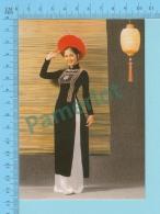 Vietnam -Linh Chi, Fashion Model In A Long Dress, Photo Hoang Trudong - 2 Scans - Mode