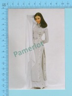 Vietnam -Linh Chi, Movies Artist In A Long Dress, Photo Hoang Trudong - 2 Scans - Mode