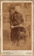 CDV Photo Albuminé Originale Cartonnée Pyrénées-Atlantiques - Bayonne - 64100 - Enfant Et Son Jouet La Roue Vers 1880 - - Personnes Identifiées