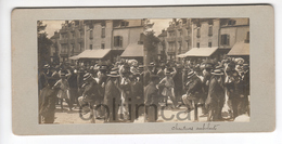 (n773) Photo Stéréo Originale 71 LE CREUSOT Fete Saint LAURENT Violon Musiciens Ambulants Et Chanteurs 1906 - Photos Stéréoscopiques