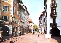# Annecy - La Zone Piétonnière Et Le Puits Saint Jean - Annecy