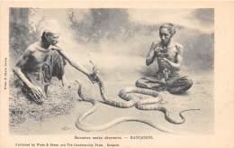 BURMA - MYANMAR / Rangoon - Burmese Snake Charmers - Beau Cliché - Myanmar (Burma)