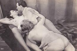 Photo D'époque: A Trois: 2 Femmes , 1 Homme - Beauté Féminine (1921-1940)
