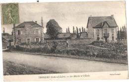-37- TROGUES  La Mairie Et L'école TTB - Andere Gemeenten