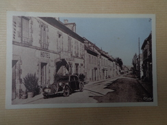 CPA 19 LAPLEAU GRANDE RUE VOITURE ANCIENNE HOTEL - Andere Gemeenten