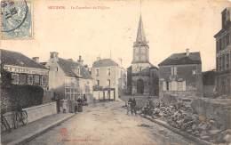 14 - CALVADOS / Mézidon - Le Carrefour De L'église - Animée - Défaut (traces) - Autres Communes