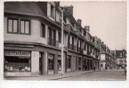 REF 265  : CPSM 76 YVETOT Rue Du Chateau - Yvetot