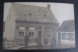 Cpa/pk Maldegem Fotokaart Gezin Voor Huis - Maldegem