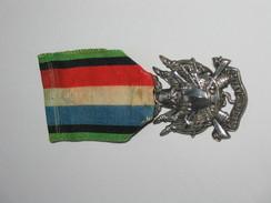 Décoration - Médaille Des Vétérans De 1870-1871 - En Argent - Oubliez.....Jamais !!!  ***** EN ACHAT IMMEDIAT **** - Médailles & Décorations
