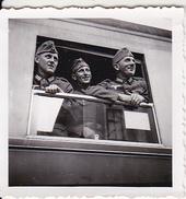 Foto - Deutsche Soldaten Bei Bahntransport - 2. WK - 5*5cm (26413) - Krieg, Militär