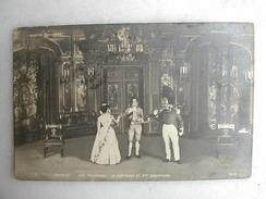 SCENES ET TYPES - Bouffes Parisiens - Véronique - Aux Tuileries - Le Capitaine Et Mme Coquenard - Théâtre