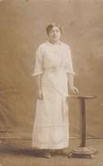 Postkaart, Fotokaart, Poserende Dame, Photo Desmarais (reliëfstempel) (pk31849) - Couples