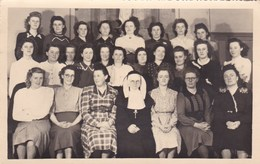 Postkaart, Fotokaart, Poserende Groep Dames Met Non, Kloosterzuster, Klasfoto ? (pk31866) - Ecoles