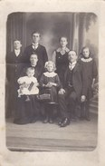 Postkaart, Fotokaart, Geposeerde Familiefoto Met Baby  (pk31871) - Autres