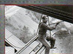Scène De Haute Voltige Pour Ce Peintre Viaduc De Garabit - Septembre 1948 - Photo La Vie Du Rail - Other Municipalities