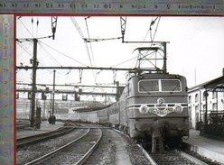 Trois Minutes D'arret Pour Le Mistral Et Juste Le Temps.......... Décembre 1956 - Photo La Vie Du Rail - Dijon