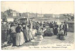 Cpa Marseille, Le Vieux Port - Débarquement D'oranges    ((S.1942)) - Vieux Port, Saint Victor, Le Panier