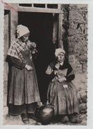 Cpm 299348 Scènes Et Types Bretons Femmes Fumant La Pipe - Documents