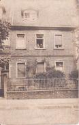 AK Foto Wohnhaus Mit Bewohnern - Ca. 1920 (26451) - Otros Fotógrafos