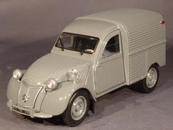 Universal Hobbies 6501, Citroën 2CV Fourgonnette, 1:32 - Echelle 1:32