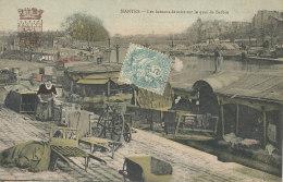 44 //  NANTES  Les Bateaux Lavoirs Sur Le Quai De Barbin - Nantes