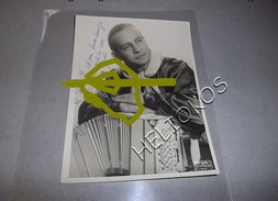 ACCORDEON, ACCORDEONISTE : MARIO MELFI PHOTO DEDICACEE AU COMEDIEN D. CLERICE 18 X 24 Cm - Autographes
